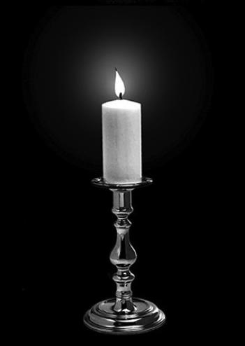 такое высокомерие свечи на памятнике фото ему
